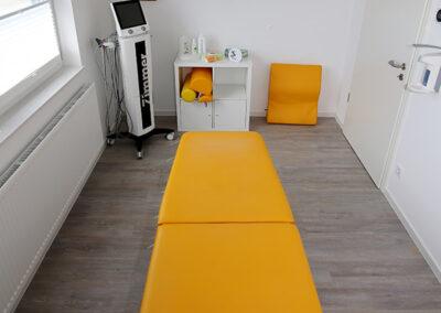 Behandlungsraum mit Elektrotherapie